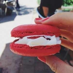 Fresh Strawberry Macaron
